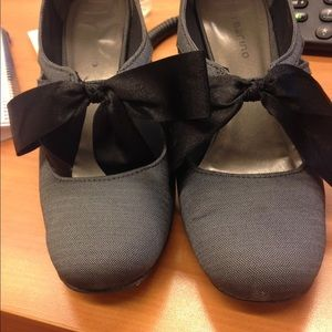 Shoes - Gray heels with black bow